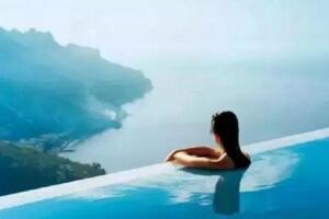 世界上最可怕的游泳池,透明悬空离地20米(恐高慎入)