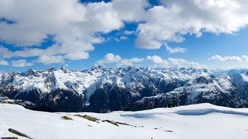 阿尔卑斯山是哪个国家的?阿尔卑斯山是不是最大的山?