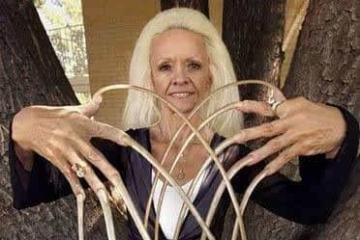世界上手指甲最长的女人图片