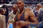 NBA十大最尴尬的事件,阿泰斯特刚获得最佳即被禁赛!