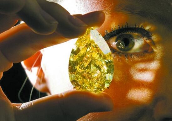 世界上最大的天然钻石,库利南钻石(实际重4606克拉)