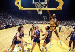 NBA场均篮板排行榜:张伯伦22.9居首,霍华德第14