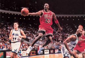 NBA季后赛场均得分排行榜:乔丹33.4分俯视众人,艾佛森29.7分位居第二