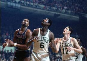 NBA季后赛场均篮板排行榜:拉塞尔力压张伯伦登顶,现役霍华德第7