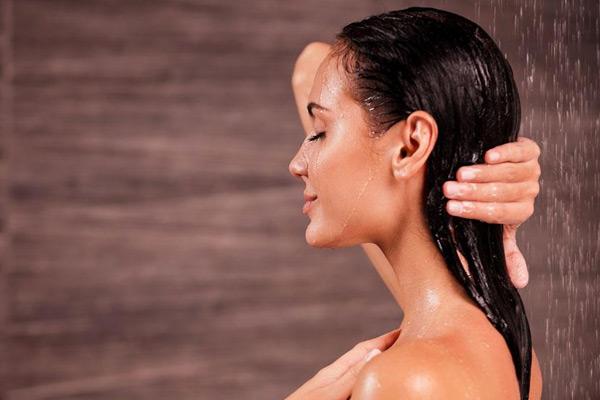 正确科学的洗澡顺序,这些危害健康的洗澡行为最好别有