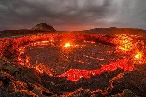 """世界十大坑洞:土库曼斯坦天然气坑洞被称为""""地狱之门"""""""