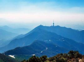 梧桐山三大主峰排名:梧岭天池在此,大梧桐号称深圳最高峰