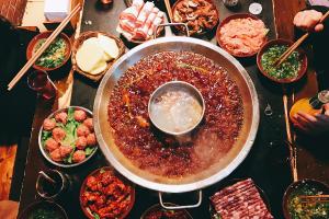 重庆旅游必吃的十大美食:棒棒鸡上榜,第一是火锅