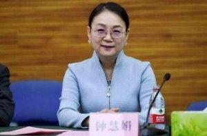 2021胡润全球十大白手起家女富豪榜 吴亚军上榜,第八39岁
