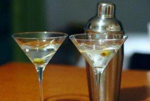 世界十大经典鸡尾酒汇总,玛格丽特上榜,第一被誉为鸡尾酒之王