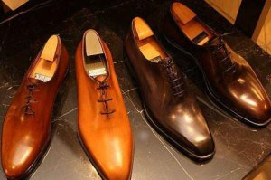 全球十大顶级男鞋品牌,伯鲁提上榜,第一一年仅生产6000双